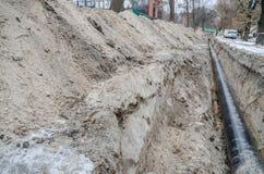 Encanamento, poço para fora escavado e tubulação imagens de stock royalty free
