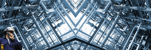 Encanamentos da refinaria de petróleo, vista panorâmica Fotos de Stock