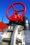 Encanamentos industriais de encontro ao céu azul Imagens de Stock