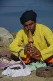 Encantador de serpiente en Nepal Imagenes de archivo