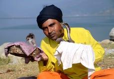 Encantador de serpiente en Nepal Fotos de archivo libres de regalías