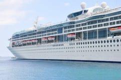 Encantamento do navio de cruzeiros dos mares em Nassau foto de stock royalty free