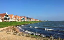 Encantar menciona da Holanda norte - Volendam foto de stock
