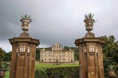 Encante la vista y la fachada del edificio en un chalet en Frascati Fotos de archivo