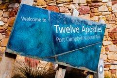 Encante a los apóstoles del atTwelve de la muestra de la información, puerto Campbell National Park, Australia Fotografía de archivo libre de regalías