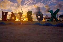 Encanto de la muestra de la palabra de la isla de Holbox en la puesta del sol México Imagen de archivo