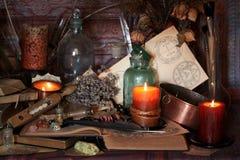 Encantos mágicos negros Encantos de Wiccan Fotos de archivo