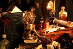 Encantos mágicos negros Los encantos mágicos negros reales con poder virtualmente ilimitado echaron para usted: Cuando otra magia fotos de archivo
