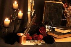 Encantos mágicos negros Los encantos mágicos negros reales con poder virtualmente ilimitado echaron para usted: Cuando otra magia fotografía de archivo libre de regalías