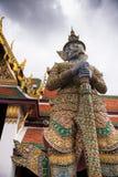 Encargado de puerta gigante de Royal Palace en Bankok Fotos de archivo