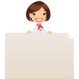 Encargado de sexo femenino Looking en el cartel en blanco en el top Imagen de archivo libre de regalías