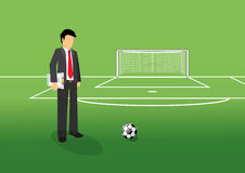 Encargado del fútbol con el tablero de la táctica Imágenes de archivo libres de regalías