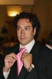 Encargado hermoso con el lazo rosado Fotografía de archivo