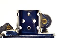 Encendedor hecho del acero en forma abierta Color plata foto de archivo libre de regalías