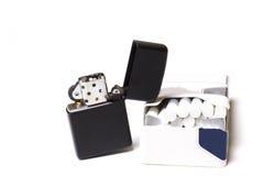 Encendedor y cigarrillos Imagen de archivo libre de regalías