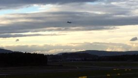 Encender el avión, Zurich Ariport, Suiza almacen de video