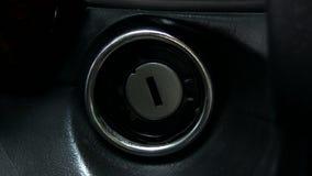 Encender el coche almacen de metraje de vídeo