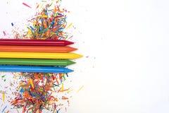 Encere pinturas em cores brilhantes no fundo branco com co Imagens de Stock