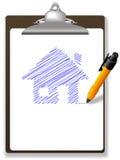 Encerre a planta da casa do desenho no papel e na prancheta Imagem de Stock