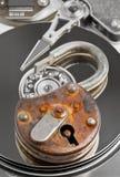 enchaîne l'espace fixé par droite verrouillé par hdd conventionnel de degré de sécurité de cadenas de dispositif de conceptions d Photographie stock