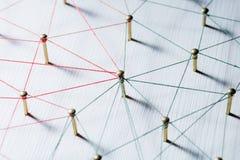 Enchaînement des entités Réseau, mise en réseau, media social, connectivité, abrégé sur communication d'Internet Web de fil mince photos libres de droits