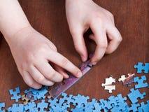 Enchaînement des puzzles denteux Photographie stock libre de droits