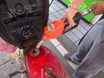 Encha acima o combustível no posto de gasolina Imagem de Stock Royalty Free