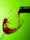 Encha um vidro do vinho Fotos de Stock Royalty Free