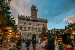 Enchanted atmosphere at the Christmas market in the historic center of Montepulciano with big xmas tree Royalty Free Stock Photos