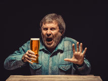 The enchanted and emotional fan with glass of beer Royalty Free Stock Photos