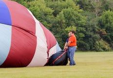 Enchendo o balão de ar quente Foto de Stock Royalty Free