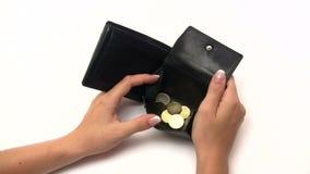 Enchendo uma carteira vazia vídeos de arquivo