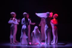 """Enchevêtrement-homme intérieur dans un  de shelter†de dance""""No du ` s d'ensemble-Huang Mingliang Images stock"""