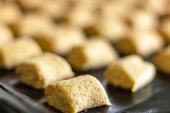 Enchido com as cookies de amêndoa pequenas imagens de stock royalty free