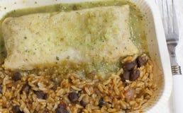 Enchilada mit Bohnen und Reis Lizenzfreies Stockbild