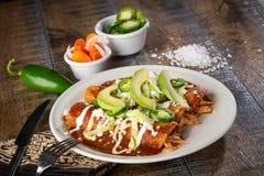 Enchiladas del pollo sul piatto immagine stock