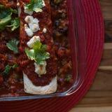 Enchiladas Rojas con Nopales y las alubias negras Imagenes de archivo
