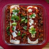 Enchiladas Rojas med Nopales och svarta bönor Royaltyfri Fotografi