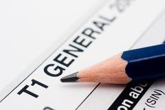 Enchimento no formulário de imposto canadense Fotografia de Stock Royalty Free