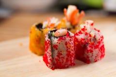 Enchimentos do sushi das ovas do caranguejo Fotografia de Stock