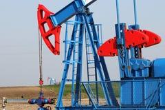 Enchufe de la bomba de la industria de petróleo Imagen de archivo libre de regalías