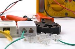 Enchufes de Rj45 rj11, herramienta que prensa de los socketes en blanco Fotografía de archivo