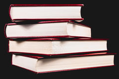Enciclopédias velhas no fundo preto fotografia de stock royalty free