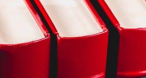 Enciclopédias velhas no fundo preto foto de stock royalty free