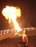 Encienda el respiradero Demostración del fuego del circo fotos de archivo