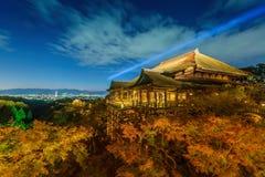 Encienda para arriba la demostración del laser en el templo del dera del kiyomizu Fotografía de archivo libre de regalías
