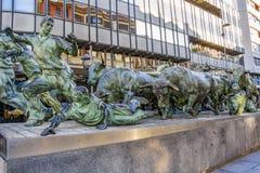 Encierromonument of het Monument van de Stierenlooppas door Rafael Huerta op Roncesvalles-Weg in Pamplona, Spanje royalty-vrije stock afbeelding