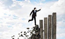 Encima de la escalera de la carrera que supera desafíos imagen de archivo libre de regalías