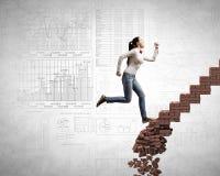 Encima de la escalera que supera desafíos fotografía de archivo