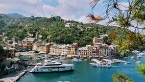 Encima de la vista de la bahía de Portofino imagen de archivo